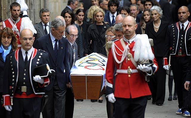 El ataud de Samaranch es trasladado a la Catedral de Barcelona. | AFP