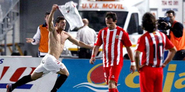 Rodri celebra el gol agónico que le dio la victoria y la Champions al Sevilla en el descuento. (Efe)