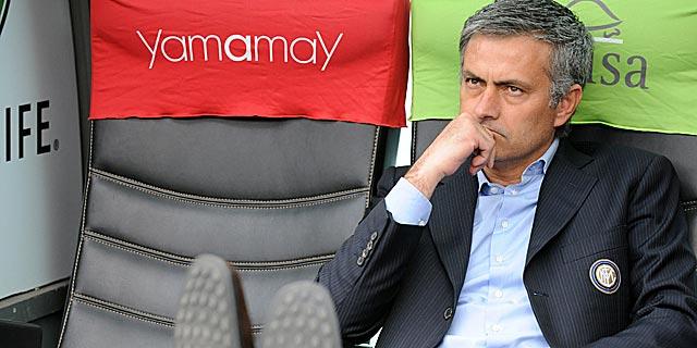 José Mourinho antes de un partido en San Siro. (Foto: AFP)