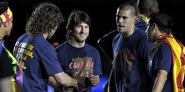 Leo Messi, en el centro de la imagen, en la celebración del Barcelona en el Camp Nou. (EFE)