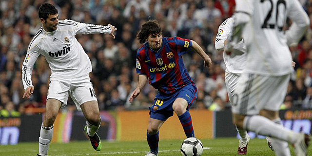 Imagen del último Real Madrid-Barcelona, disputado en abril de 2010. | A. di Lolli