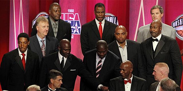Los miembros del 'Dream Team' posan ante las cámaras en el acto de su inclusión en el Hall of Fame. | Reuters.