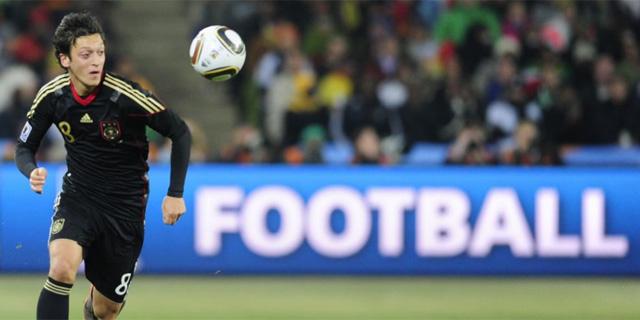Mesut Özil, en un partido con Alemania en Sudáfrica. (Foto: AFP)