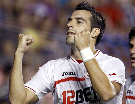 Álvaro Negredo celebra su tanto desde el punto de penalti. | Efe