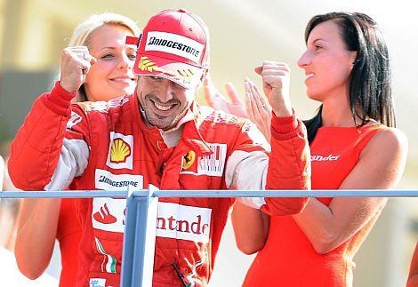 Fernando Alonso, en el podio de Monza. | Efe