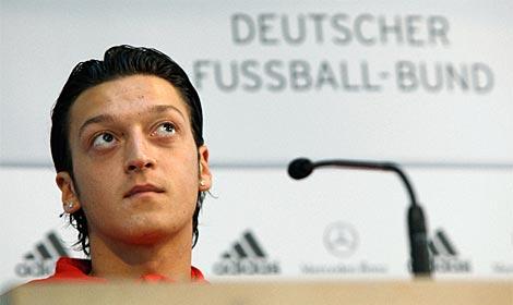 Özil, durante su última rueda de prensa con la selección alemana en Berlín. (Foto: Afp)
