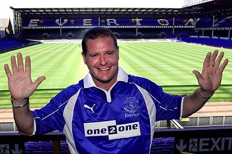 Gascoigne sonríe el día de su presentación con el Everton. | Foto: Reuters