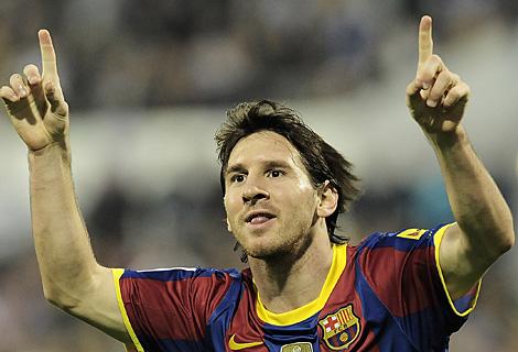 Messi celebra su primer gol tras un pase excelente de Villa. (Ap)