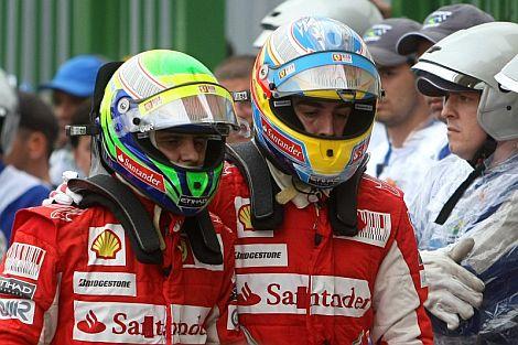 Fernando Alonso y Felipe Massa abandonan el pit lane. | Efe