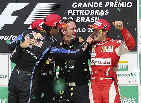 Alonso, junto a Webber y Vettel, en el podio. | Reuters