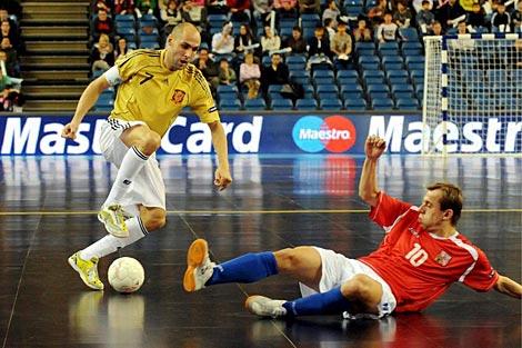 Javi Rodríguez (izq.), durante un partido de la selección española. | Foto: Efe
