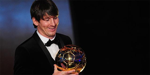 Leo Messi recoge Balón de Oro como mejor futbolista de 2010. (AFP)