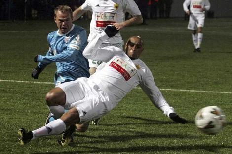 Roberto Carlos, en un partido de Copa ante el Zenit. (EFE)