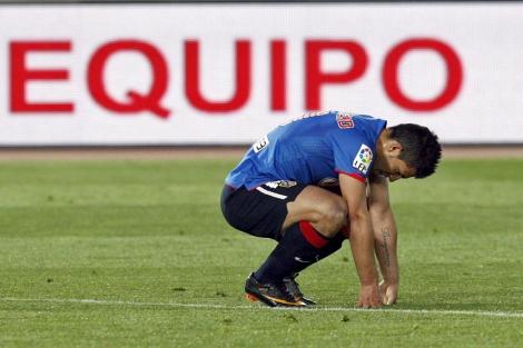 Agüero se lamenta tras el empate. | Efe