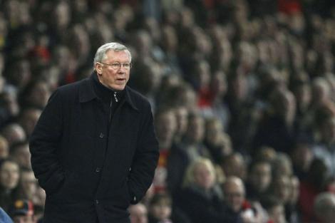 Alex Ferguson observa desde la banda un partido de su equipo. Foto: Reuters