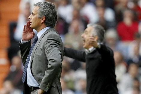 Mourinho, durante el partido ante el Sporting. (Foto: EFE)