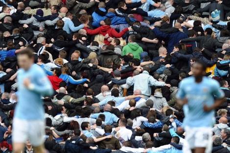 Afición del Manchester City (Foto: AFP).