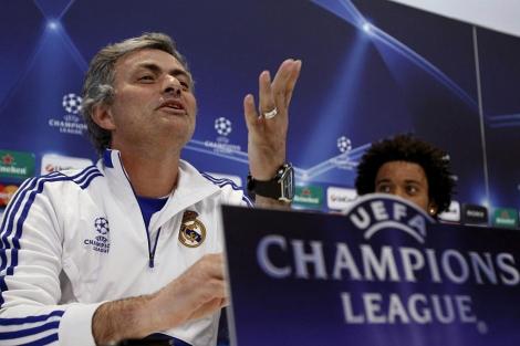 José Mourinho, en rueda de prensa, junto a Marcelo. | Efe