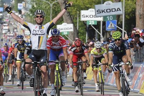 Cavendish gana la etapa con Ventoso a su izquierda. (Foto: EFE)