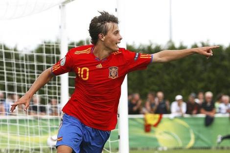 Sergio Canales festeja un gol con España. | Ap