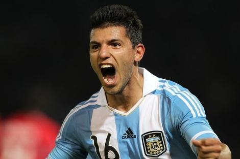 Agüero celebra un gol con la camiseta albiceleste. | EFE