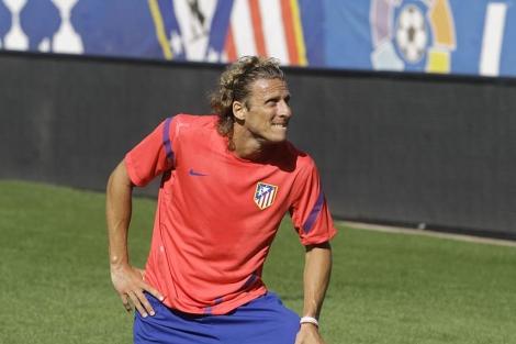 Diego Forlán en uno de sus últimos entrenamientos con el Atlético.   AP