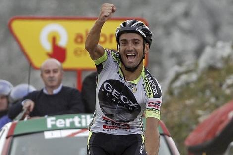 Cobo celebra su victoria en el Angliru. | Efe