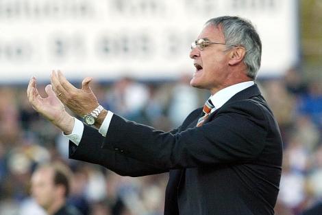 Claudio Ranieri en un partido de su etapa como entrenador del Valencia.   El Mundo