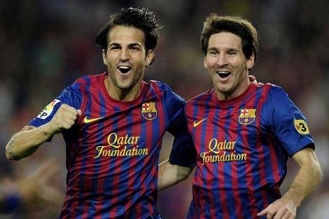 Messi y Cesc celebran un gol. (EFE)