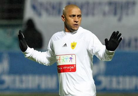 Roberto Carlos, durante un partido con el Anzhi. | Ap