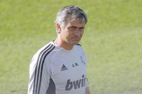 Jose Mourinho durante un entrenamiento en Valdebebas.   El Mundo