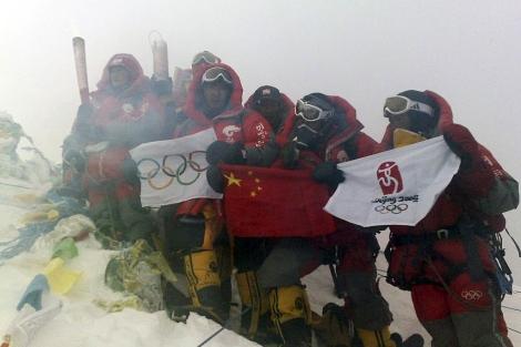 El fuego olímpico subió al Everest antes de Pekín 2008. | Ap
