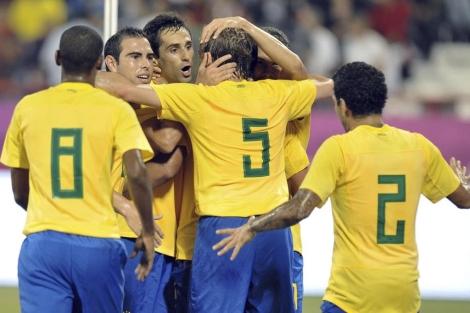 Celebración de la selección brasileñas tras el gol de Jonas. |EFE