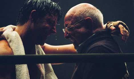 Angelo Dundee, junto a Russell Crowe, en un fotograma de la película Cinderella Man, sobre la vida del boxeador James J. Braddock.