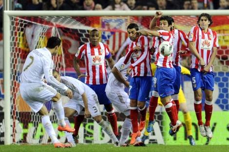 Cristiano Ronaldo en el lanzamiento de falta que supuso el 0-1/ AFP