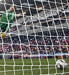 Neuer, en el Mundial 2010, en el polémico gol de Lampard