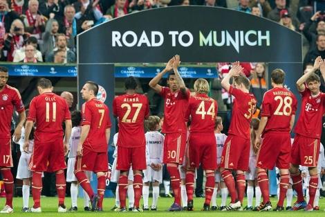 Los jugadores del Bayern festejan su acceso a semifinales. (AFP)