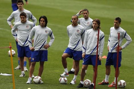 Los jugadores del Atlético, durante un entrenamiento. | Efe