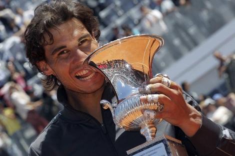 Nadal, con el trofeo del Masters 1.000 de Roma. | Reuters