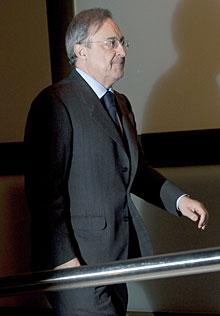 Florentino Pérez, en el tanatorio. | Gtres