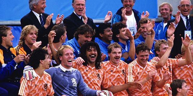 La selección holandesa, tras ganar en 1988.