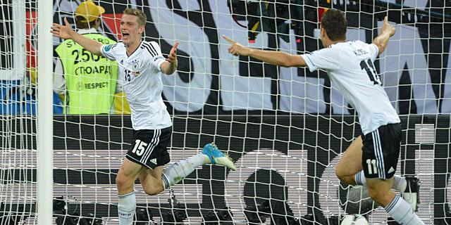 Lars Bender celebra el gol de la victoria ante Dinamarca. |EFE