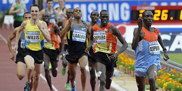 Kiprop esprinta hasta los 3:28.95 en los 1.500. | Efe