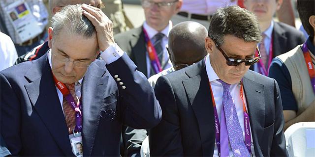 Jacques Rogge y Sebastian Coe durante la ceremonia. | Reuters