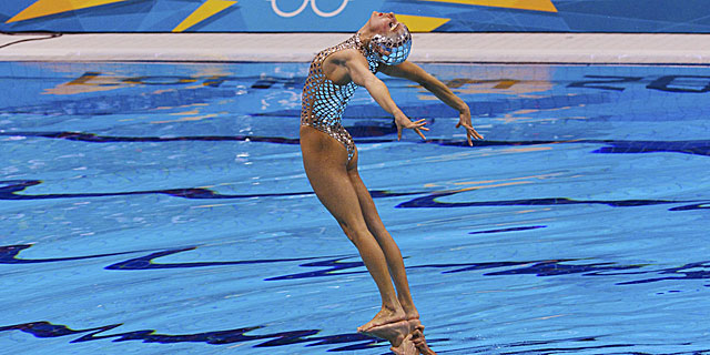 Una de las nadadoras españolas, durante la final por equipos.   Reuters