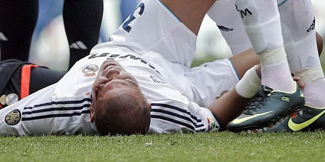 Pepe tras el choque con Iker Casillas   Efe