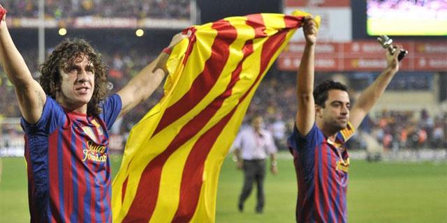 4a9303732d746 Puyol y Xavi sujetan una Senyera tras ganar la última Copa del Rey.