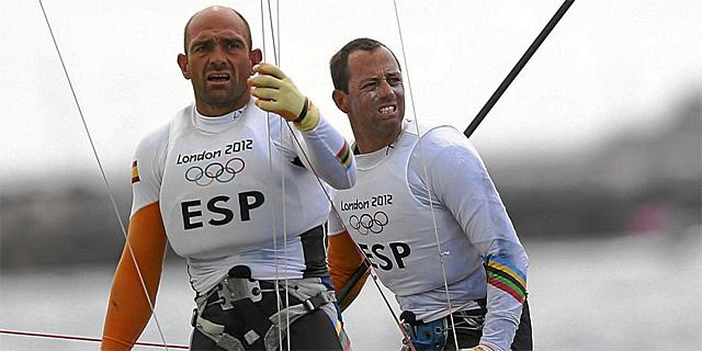Iker y Xabi en aguas de la bahía de Weymouth, sede olímpica de vela de Londres 2012 | EFE