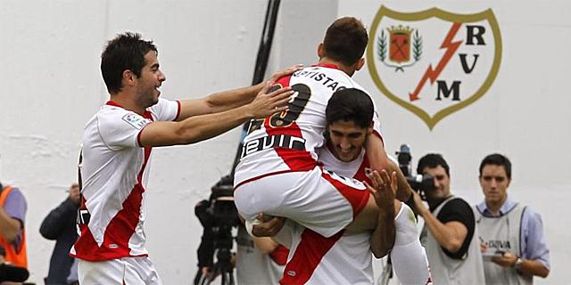 Los jugadores del Rayo festejan el tanto de José Carlos. | Efe