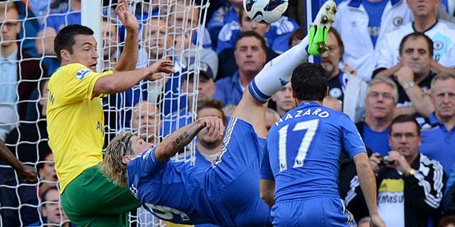 Fernando Torres asistió de chilena a Lampard en el segundo gol 'blue'. | Afp